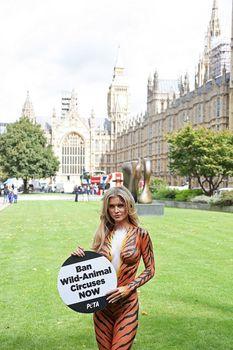 Сексуальная тигрица Джоанна Крупа фото #8