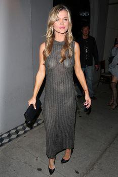 Джоанна Крупа в платье без лифчика в Западном Голливуде фото #1