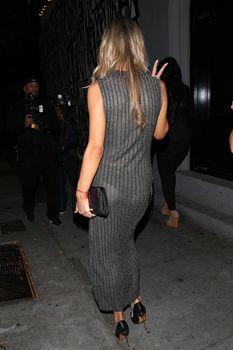 Джоанна Крупа в платье без лифчика в Западном Голливуде фото #5