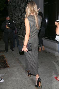 Джоанна Крупа в платье без лифчика в Западном Голливуде фото #6