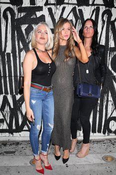 Джоанна Крупа в платье без лифчика в Западном Голливуде фото #14