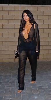 Откровенный наряд Ким Кардашьян в Беверли-Хиллз фото #2