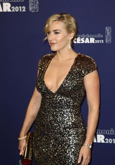 Кэйт Уинслет в платье с глубоким декольте на Cesar Awards фото #4