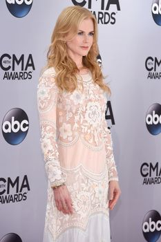 Николь Кидман засветила голую грудь на 48th Annual CMA Awards фото #5
