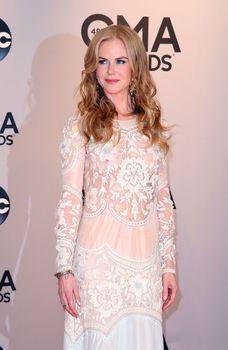 Николь Кидман засветила голую грудь на 48th Annual CMA Awards фото #6