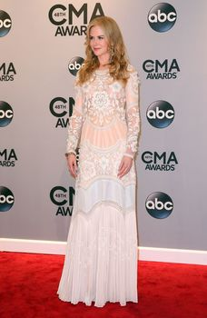 Николь Кидман засветила голую грудь на 48th Annual CMA Awards фото #10