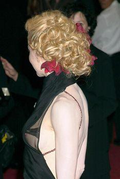 Николь Кидман случайно засветила сосок на мероприятии фото #2
