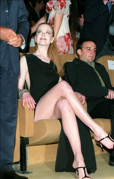 Николь Кидман обнажила ножки на публичном мероприятии фото #1