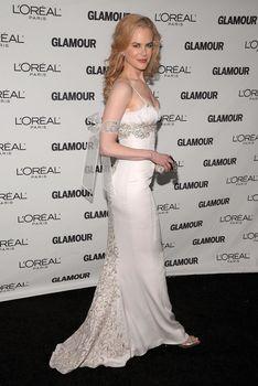Николь Кидман с открытым декольте на Glamour Women of the Year Awards фото #2