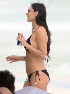 Деми Мур в бикини отдыхает в Мексике фото #5