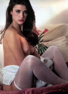 Обнажённая Деми Мур позирует для порнографического журнала Oui фото #1