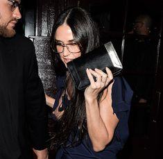 Сосок Деми Мур вылез из платья в West Hollywood фото #1