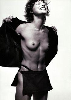Милла Йовович показала голую грудь в Michael Thompson фото #1