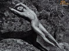 Милла Йовович в обнажённом виде для The Pirelli Calendar фото #3