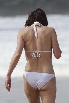 Милла Йовович в бикини на Гавайях фото #3
