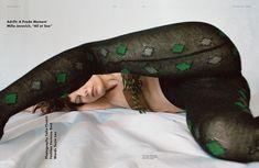Милла Йовович топлесс в журнале POP фото #7