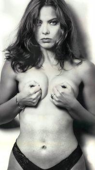 Орнелла Мути топлесс в журнале MAX фото #1
