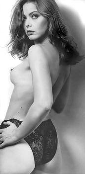 Орнелла Мути топлесс в журнале MAX фото #3