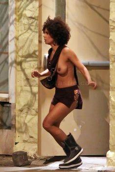 Холли Берри топлесс на съёмках «Фрэнки и Элис» фото #1