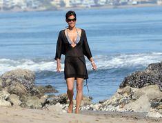 Холли Берри в купальнике на пляже Малибу фото #4