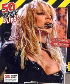 Бритни Спирс засветила сосок на концерте фото #1