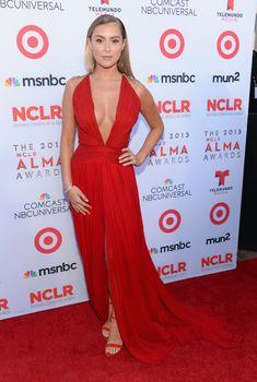 Сочное декольте Алексы Веги на NCLR ALMA Awards фото #4