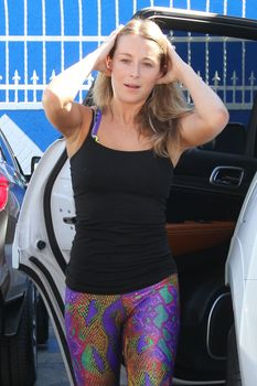 Алекса Вега показала спортивное тело в лосинах в Голливуде фото #10