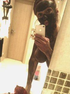 Алена Водонаева показала голую грудь в Twitter фото #1