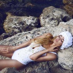Алена Водонаева в купальнике в эротической фотосессии фото #2