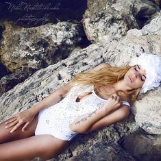 Алена Водонаева в купальнике в эротической фотосессии фото #3