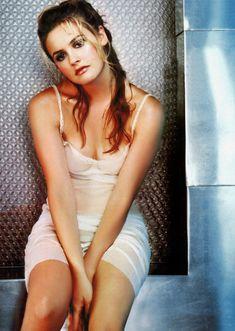 Юная Алисия Сильверстоун без бюстгальтера фото #4