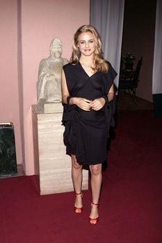 Алисия Сильверстоун появилась без лифчика на Awards Critics Choice фото #1