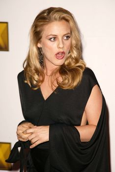 Алисия Сильверстоун появилась без лифчика на Awards Critics Choice фото #4