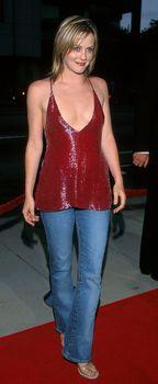 Открытое декольте Алисии Сильверстоун на премьере «Мулен Руж» фото #4