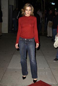 Алисия Сильверстоун без лифчика на публике фото #3