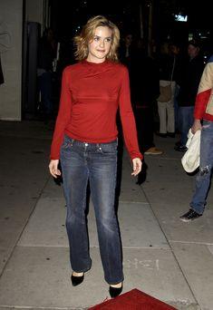 Алисия Сильверстоун без лифчика на публике фото #4