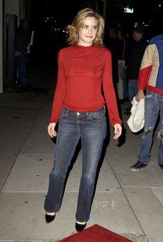 Алисия Сильверстоун без лифчика на публике фото #5