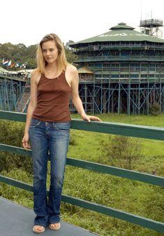 Соски Алисим Сильверстоун торчат сквозь майку фото #1