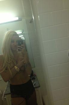 Аманда Байнс в прозрачном лифчике на фото из Twitter фото #3