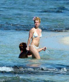 Бритни Спирс отдыхает топлесс на пляже фото #2