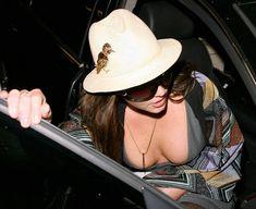 Горячая Бритни Спирс без нижнего белья в городе фото #3