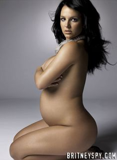 Беременная Бритни Спирс позирует абсолютно голой для журнала Bazar фото #1