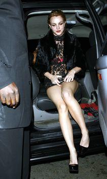 Неугомонная Бритни Спирс засветила розовое бельё под прозрачным платьем фото #1