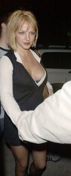 Грудастая Бритни Спирс продемонстрировала своё шикарное декольте фото #1
