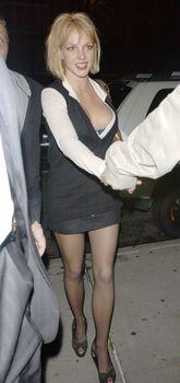 Грудастая Бритни Спирс продемонстрировала своё шикарное декольте фото #3