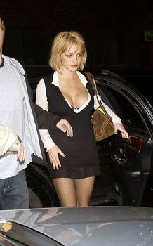 Грудастая Бритни Спирс продемонстрировала своё шикарное декольте фото #4