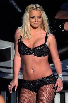Фигуристая Бритни Спирс в белье на сцене MTV Video Music Awards фото #1