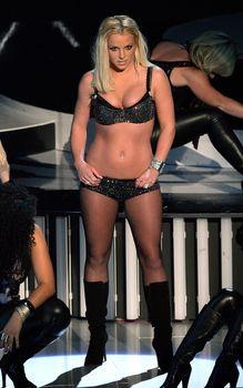 Фигуристая Бритни Спирс в белье на сцене MTV Video Music Awards фото #2