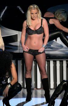 Фигуристая Бритни Спирс в белье на сцене MTV Video Music Awards фото #3