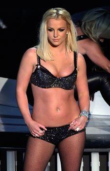 Фигуристая Бритни Спирс в белье на сцене MTV Video Music Awards фото #8